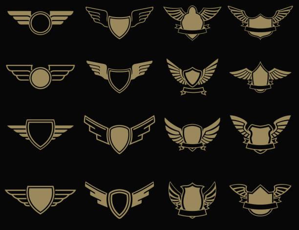 satz von geflügelten embleme im goldenen stil. design-elemente für label, wahrzeichen, zeichen. vektor-illustration. - schutzengel stock-grafiken, -clipart, -cartoons und -symbole