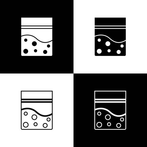 bildbanksillustrationer, clip art samt tecknat material och ikoner med set plastpåse med medicinsk cannabisikon isolerad på svart och vit bakgrund. hälsofara. vektor illustration - amphetamine pills