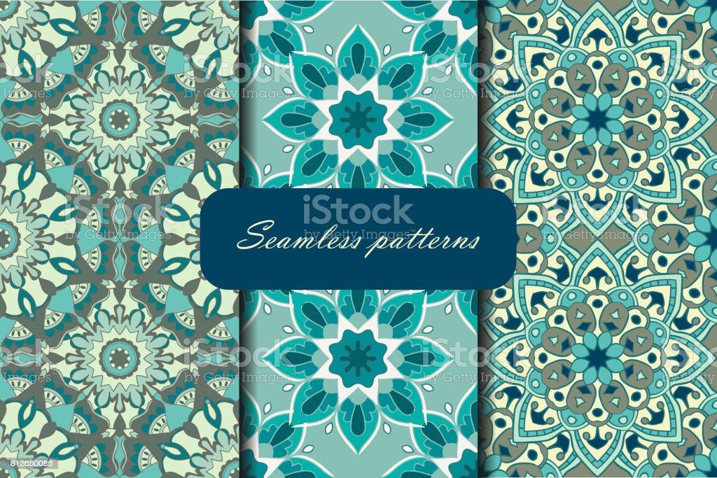 Conjunto con tres patrones sin fisuras. Patrones decorativos con mandalas - ilustración de arte vectorial