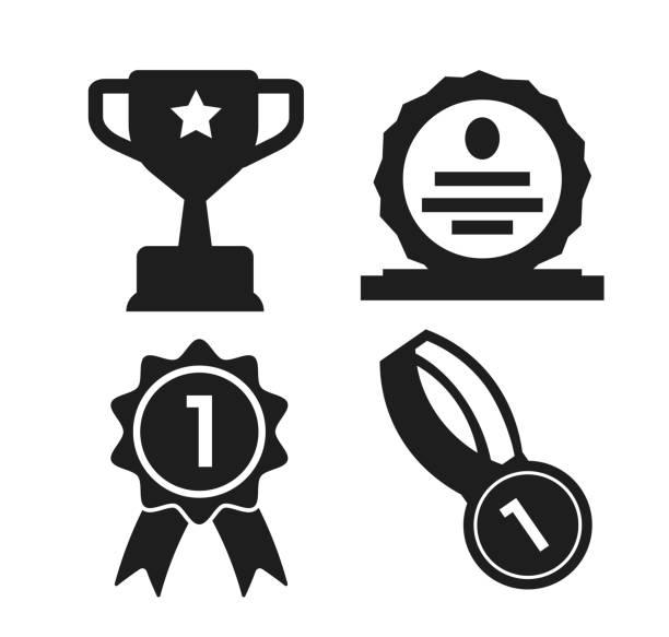 kalkan, madalya ve kupa yarışma galibi simgesi - kupa ödül stock illustrations