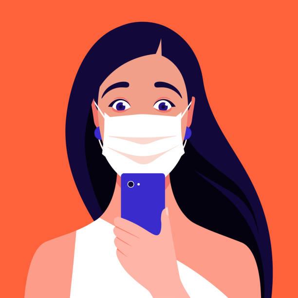 schockierte mädchen erwachsene trägt medizinische maske schaut in ihr smartphone. coronavirus. porträt einer in panik geratenen frau. - smartphone mit corona app stock-grafiken, -clipart, -cartoons und -symbole
