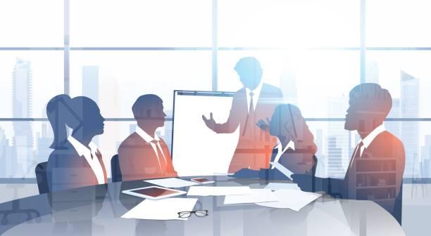 近代的なオフィスにプレゼンテーションをブレーンストーミング フリップ チャート セミナー研修会とシルエット ビジネス人チーム - 投資家点のイラスト素材/クリップアート素材/マンガ素材/アイコン素材