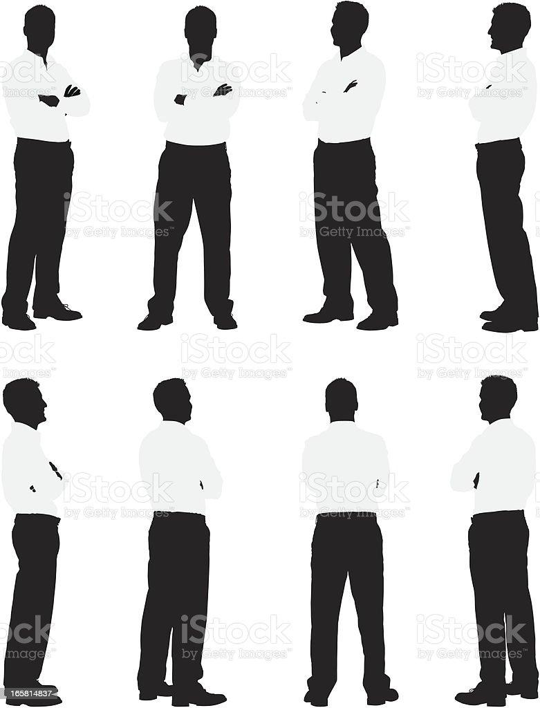 Silueta de hombre de pie con los brazos cruzados - ilustración de arte vectorial