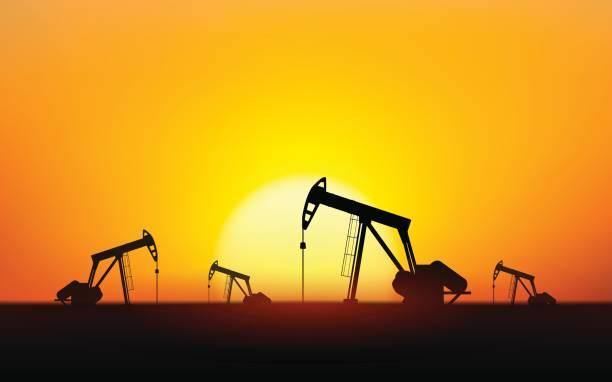 stockillustraties, clipart, cartoons en iconen met silhouet oliepompen op olieveld met avondrood achtergrond - twilight