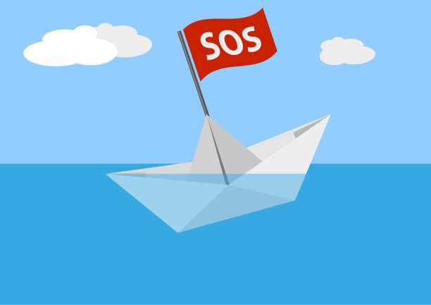 sinkende papierschiff am meer - gesunken stock-grafiken, -clipart, -cartoons und -symbole