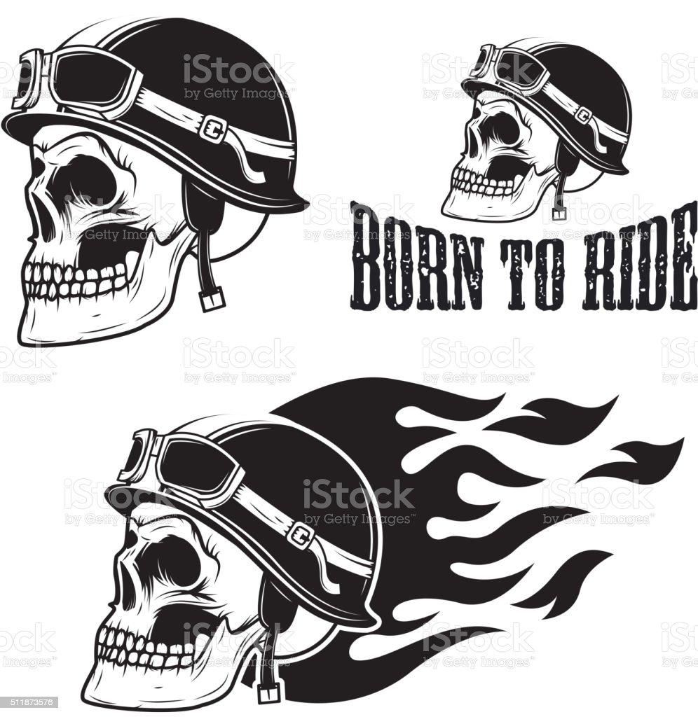 Caveira nos Capacete de motocicleta com o fogo. Nascido para viagem. - ilustração de arte em vetor