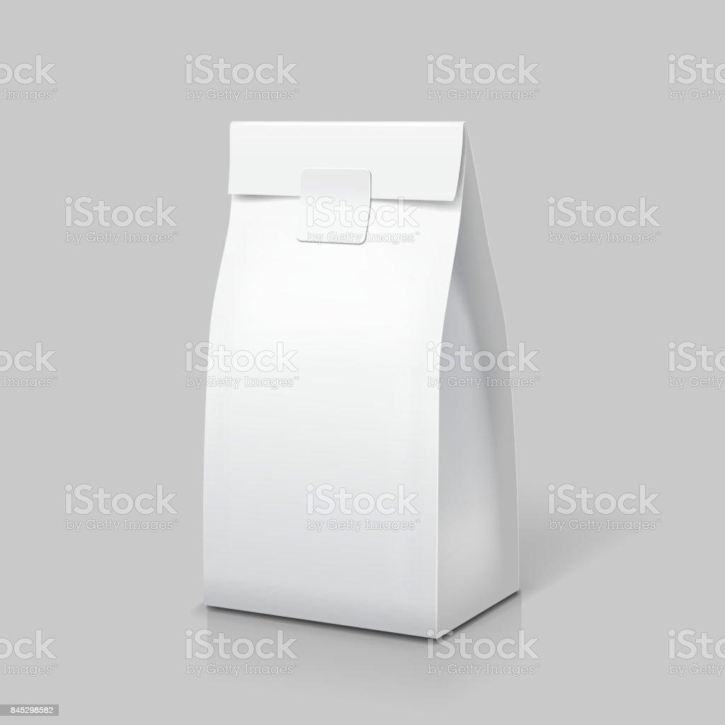 Paquete de bolsa de papel delgado. Paquete en blanco blanco para alimentos, té, café o aperitivo. Vector aislado - ilustración de arte vectorial