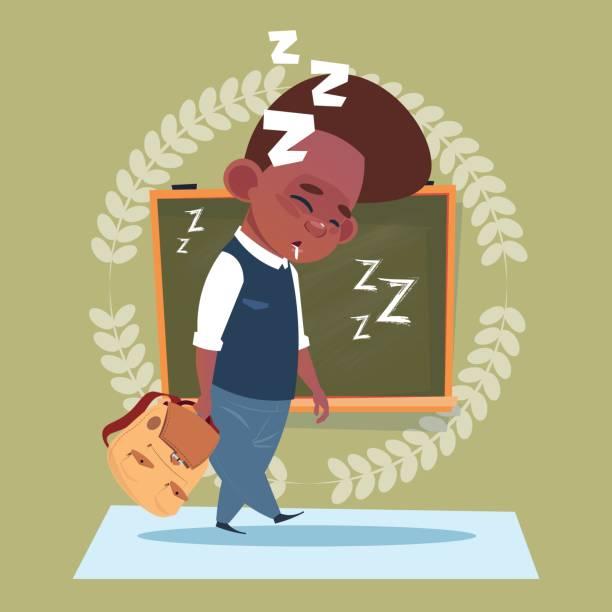 ilustrações, clipart, desenhos animados e ícones de escola pequeno menino dormir em pé cansado sobre classe conselho escolar educação banner - professor de pré escola