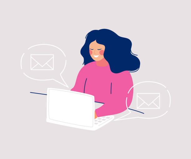 stockillustraties, clipart, cartoons en iconen met glimlachende vrouw zittend op de computer het schrijven van berichten en iconen enveloppen zwevend in spraak bubbels om haar heen - versturen