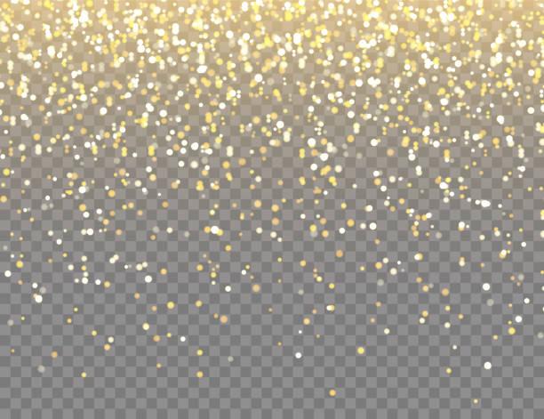 błyszczący złoty brokat z lampami bokeh na przezroczystym tle wektorowym. spadające błyszczące konfetti ze złotymi odłamkami. lśniący efekt świetlny na boże narodzenie lub nowy rok kartka z życzeniami - migoczący stock illustrations