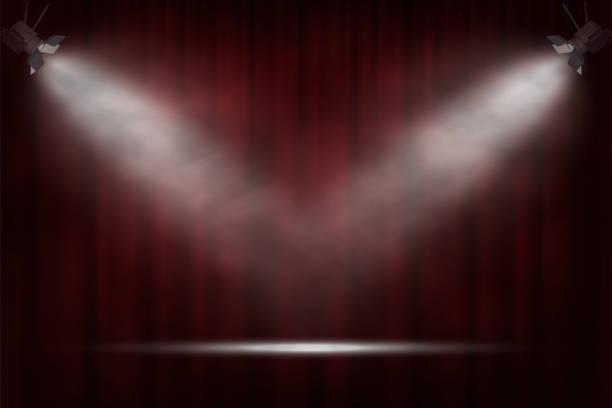 illustrations, cliparts, dessins animés et icônes de projecteurs sur fond rouge de rideau. fond de cinéma, théâtre ou cirque vectoriel. - theatre