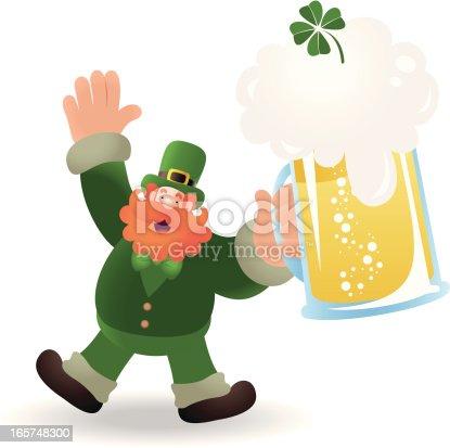 Dia do St Patrick: Feliz segurando uma cerveja Leprechaun