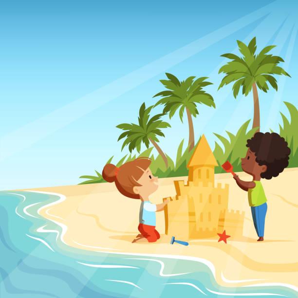 illustrations, cliparts, dessins animés et icônes de plage d'été et funny happy kids jouant avec châteaux de sable - chateau de sable