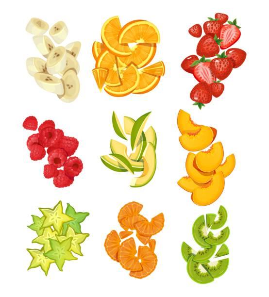 ilustrações, clipart, desenhos animados e ícones de coleção de frutas de verão. bananas, laranjas, manga, morangos, carambole, kiwi etc. frutas de verão fatiadas isoladas em fundo branco. ilustração vetorial de frutas de desenho animado - fruit salad