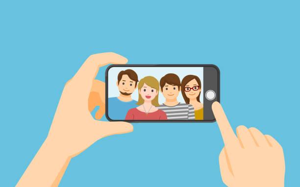 stockillustraties, clipart, cartoons en iconen met het nemen van foto op smartphone - menselijke hand