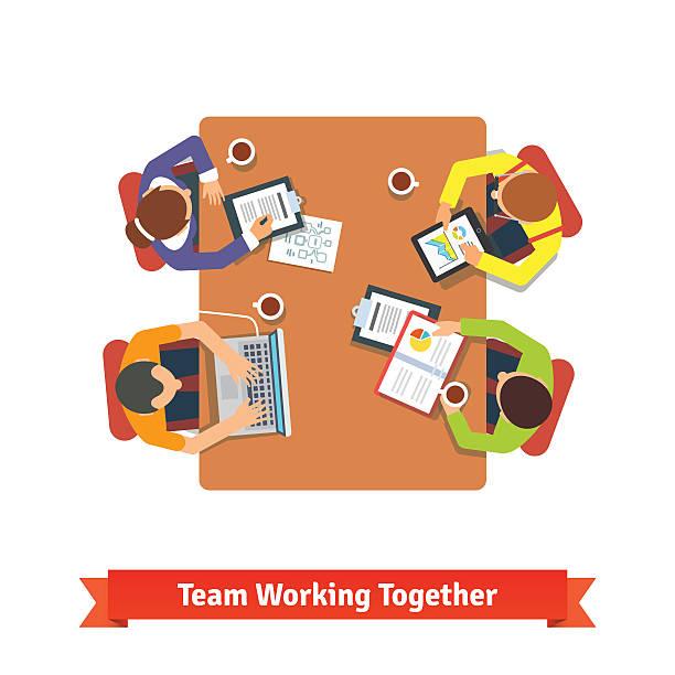 illustrazioni stock, clip art, cartoni animati e icone di tendenza di team di lavoro a un progetto in sala conferenze - business meeting, table view from above