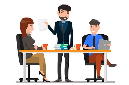 Teamwork En Communicatie Tussen Medewerkers Een Gunstig Klimaat Voor Productiviteit En Creativiteit Zakelijke Man En Vrouw