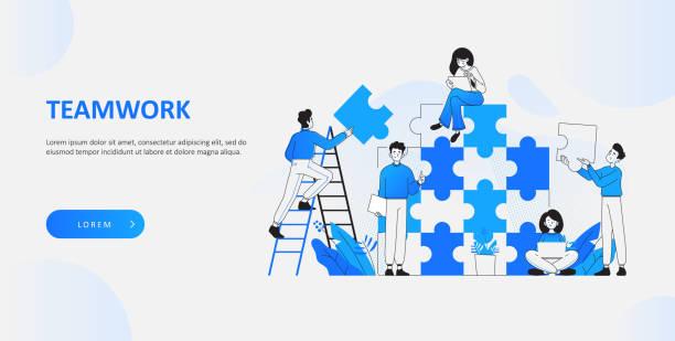 teamwork und kooperationskonzept. glückliche junge büroleute, die puzzleteile miteinander kombinieren, büromitarbeiter beim brainstorming über ein neues projekt, idee und lösungskonzept, vektorillustration - webdesigner grafiken stock-grafiken, -clipart, -cartoons und -symbole