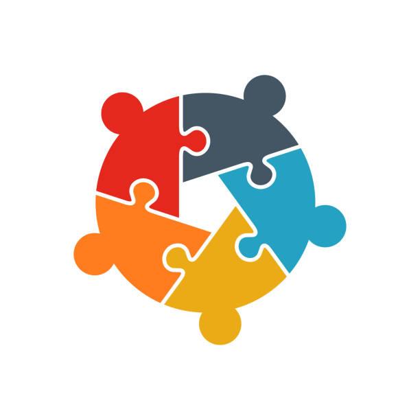 ilustraciones, imágenes clip art, dibujos animados e iconos de stock de teamwork people rompecabezas de cinco piezas de persona logotipo. concepto de team building. grupo empresarial de personas - social media