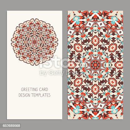 Modelos para saudação e cartões de visita, folhetos, capas com motivos florais. Padrão de Oriental. Mandala.