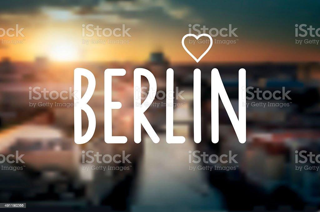 text-Schild auf verschwommene Nacht Hintergrund berlin – Vektorgrafik