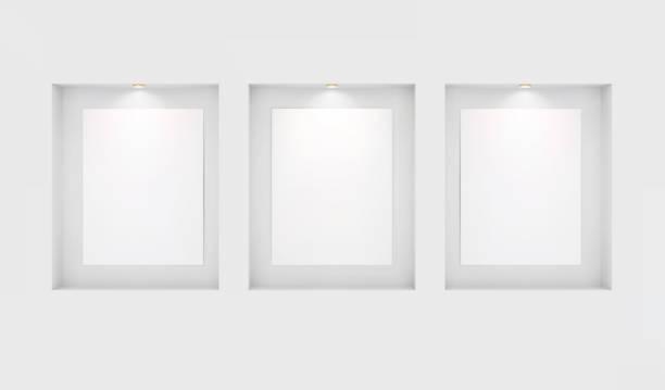 Drei Grundlagen für Ihre Bilder in Nischen mit Hintergrundbeleuchtung an einer weißen Wand. Platz für eine Ausstellung. Top-Ansicht Mockup-Vorlage für Design. Lichteffekt auf einer separaten Schicht. Vektor. – Vektorgrafik