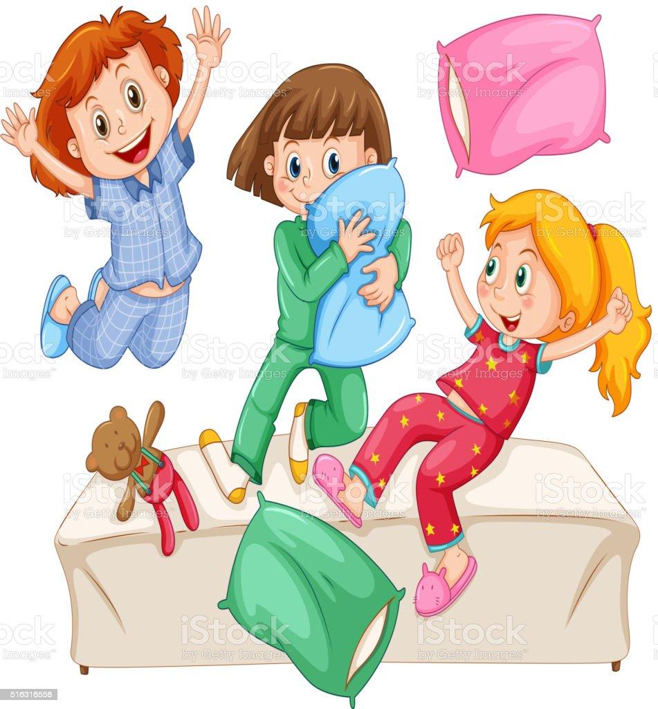 Trois Petites Filles Jouant De Polochons à La Soirée Pyjama