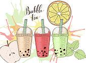 泡茶、果物、カラフルな水しぶきを 3 つのプラスチック カップ