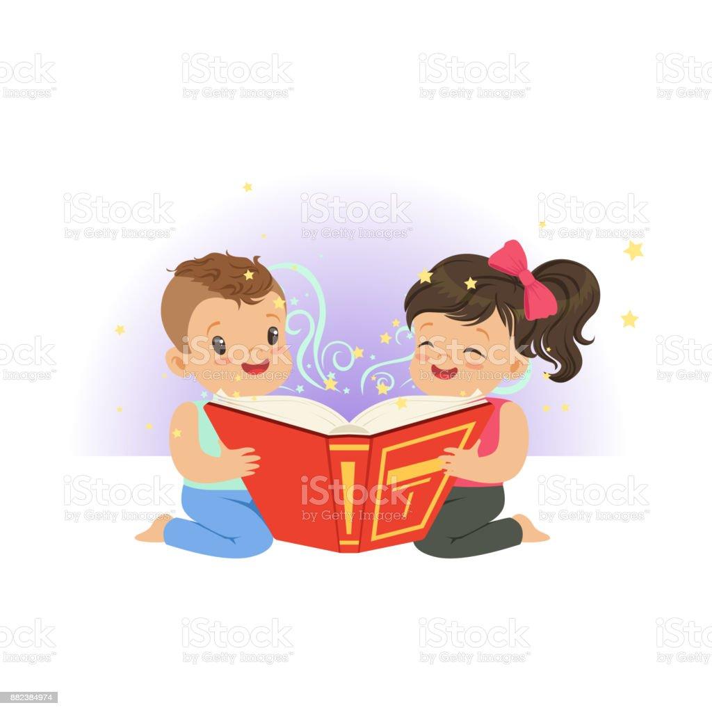 Deux Petits Enfants Lecture De Livre De Magie Avec Des