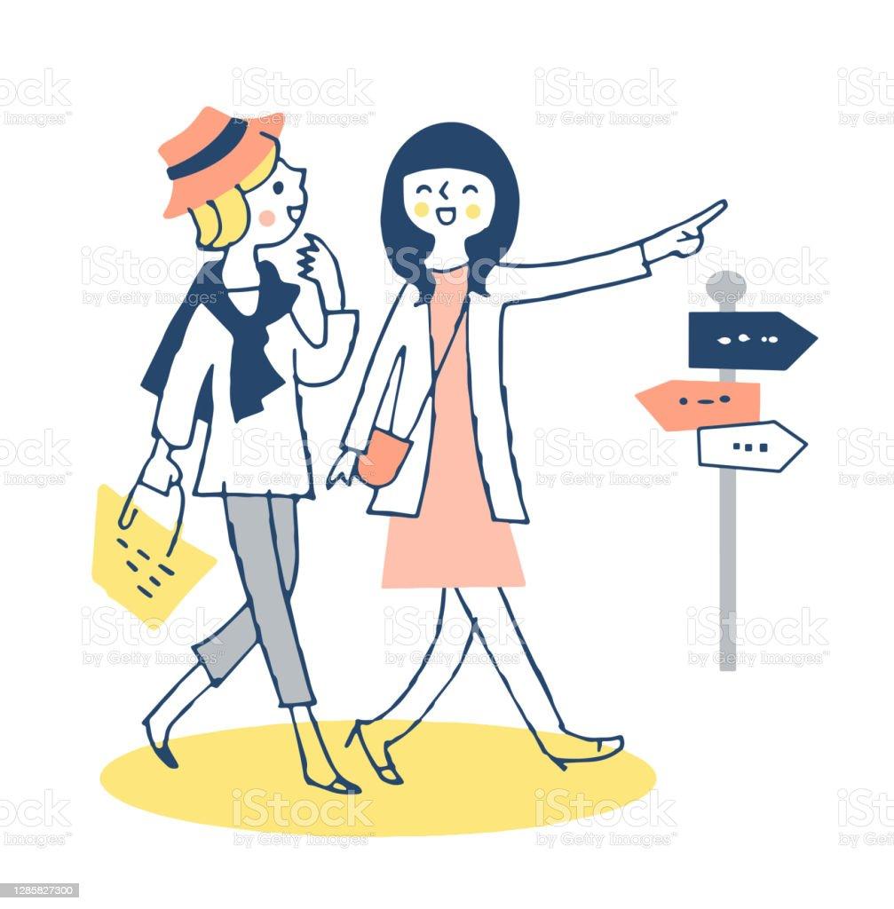Due giovani donne che camminano fianco a fianco in città - arte vettoriale royalty-free di Adulto
