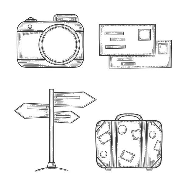 Vakantie set, digitale fotocamera en handtas, houten wegwijzer en brieven met stempels. Hand getekende vector in gravure en schets stijl. Geïsoleerd op witte achtergrondvectorkunst illustratie