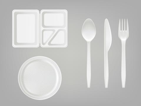 Vector 3d Realistic Disposable Plastic Lunch Box Plate Spoon Fork Knife Picnic Tableware Set On Gray Background - Immagini vettoriali stock e altre immagini di Attrezzatura