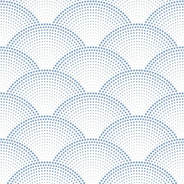 stockillustraties, clipart, cartoons en iconen met vector abstracte naadloze golvenpatroon met geometrische vis schaal lay-out. grijs-blauwe sterren en sneeuwvlokken op een witte achtergrond. ventilator vormige kerst slingers. nieuwjaar sneeuwvlok vakantie decoratie - bloemen storm