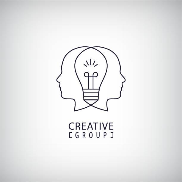 ilustrações, clipart, desenhos animados e ícones de mente criativa, criativo grupo, duas cabeças e lâmpada entre ilustração do vetor. pensando, criando o conceito de ideias novas. estrutura de tópicos - cabeça