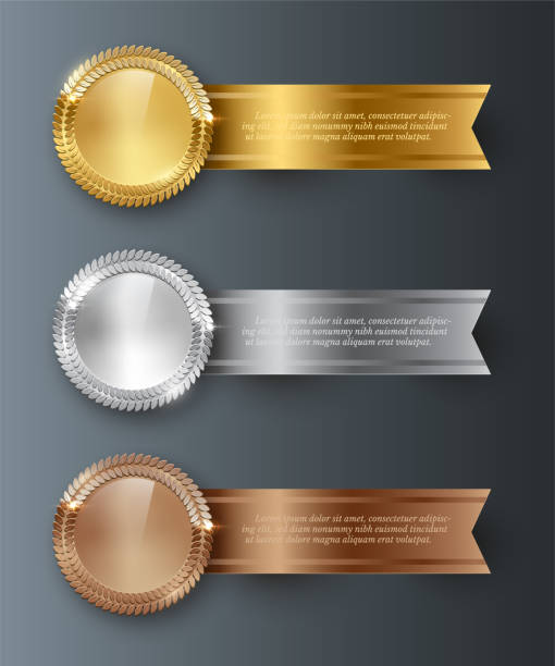 illustrazioni stock, clip art, cartoni animati e icone di tendenza di oro vettoriale, argento, medaglie bianche in bronzo e nastri orizzontali con spazio di testo isolato su sfondo grigio. - silver