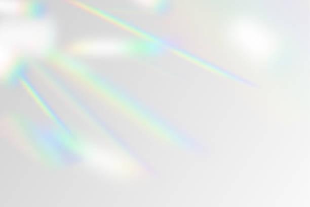 虹フレアオーバーレイ効果モックアップのベクトルイラスト。反射の結晶光線、影、背景のフラッシュをぼかした。自然な虹色の光の背景 - プリズム点のイラスト素材/クリップアート素材/マンガ素材/アイコン素材