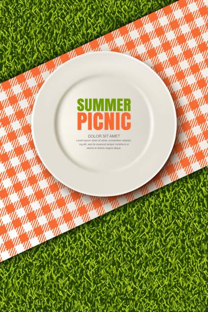 bildbanksillustrationer, clip art samt tecknat material och ikoner med vector realistiska 3d illustration av plattan, röd pläd på gröna gräsmattan. picknick i parken. banderoll, affisch formgivningsmall - empty plate