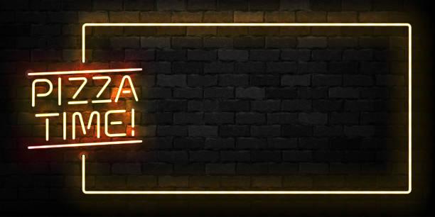 vector realistisch isoliertes neonschild von pizza time frame-logo für dekoration und bedeckung auf dem wandhintergrund. konzept des restaurants, des cafés und der italienischen küche. - pizzeria stock-grafiken, -clipart, -cartoons und -symbole