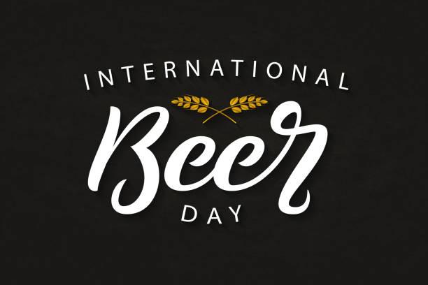 向量逼真的隔離版式標誌為國際啤酒日裝飾和覆蓋的黑暗背景。 - 國際比賽 幅插畫檔、美工圖案、卡通及圖標