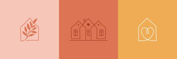 illustrazioni stock, clip art, cartoni animati e icone di tendenza di set vettoriale di modelli di design del logo astratto in stile lineare semplice - accoglienti emblemi di casa, case e piante rimangono a casa - simboli per i punti salienti delle storie sui social media e post per negozi d'interni e designer - casa