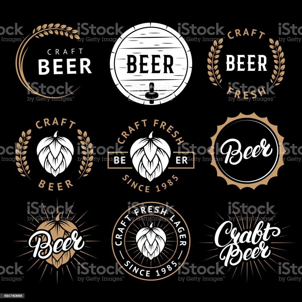 Vetor de um conjunto de rótulos de cerveja no estilo retrô. Emblemas de cervejaria vintage cerveja artesanal, logotipo, adesivos e elementos de design - ilustração de arte em vetor