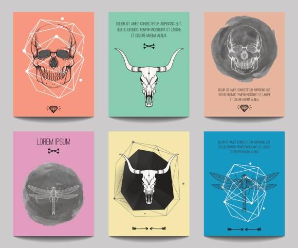 Conjunto de vectores de carteles modernos con cráneos humanos, cráneos de Toro, libélulas, formas geométricas. Estilo de moda hipster para volantes, banners, folletos, invitaciones, diseño contemporáneo de negocios. - ilustración de arte vectorial