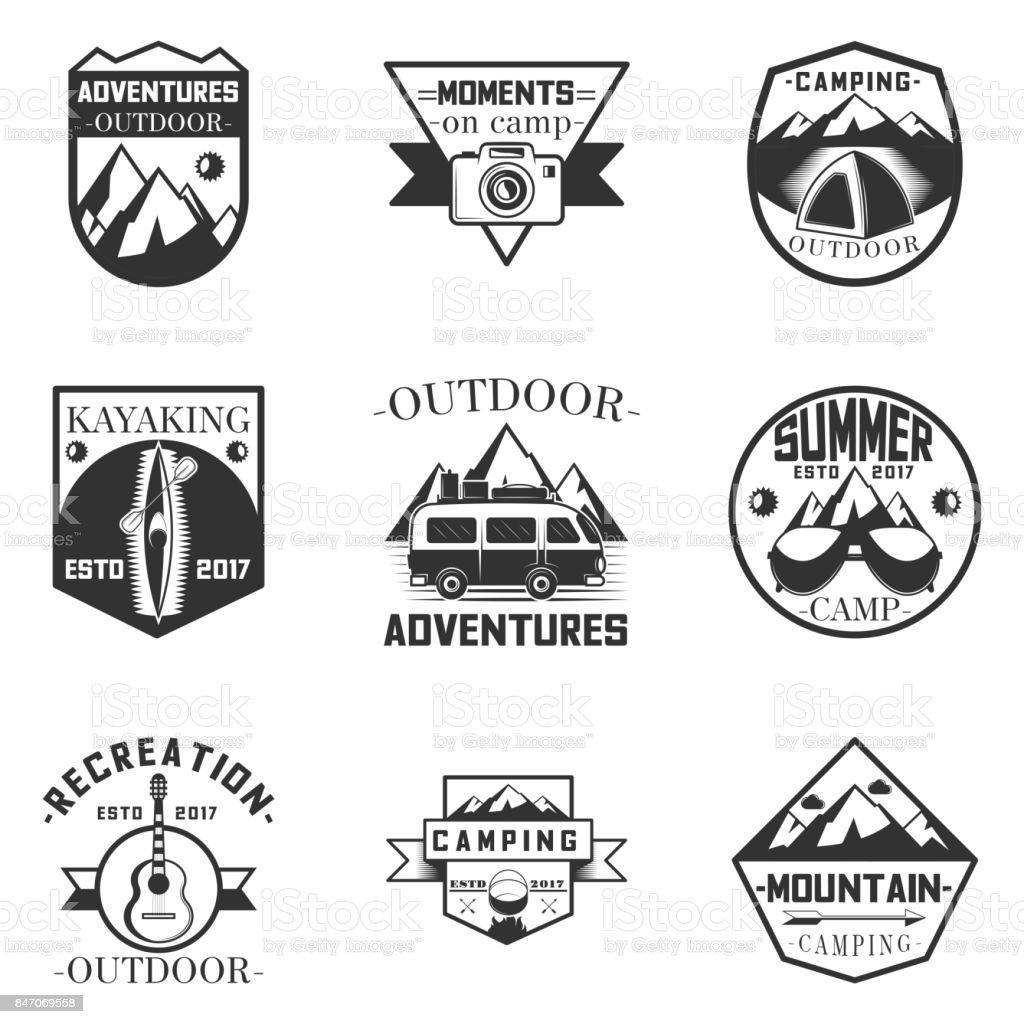Conjunto de vetores de rótulos de atividade, camping e expedição ao ar livre em estilo vintage. Elementos de design, ícones. Ilustração de acampamento de aventura ao ar livre - ilustração de arte em vetor