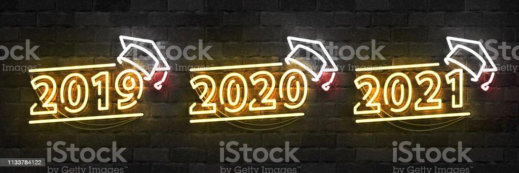 Vector Set von realistischen isolierten Neonschildern von Graduation Logo für 2019, 2020 und 2021 Jahre für Schablone Dekoration und Layout auf der Wand Hintergrund. – Vektorgrafik