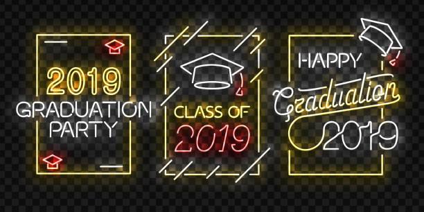 Vektor-Set von realistischen isolierten Neonschildern von Graduation-Logo für Schablone Dekoration und Einladungslayout auf dem transparenten Hintergrund. – Vektorgrafik
