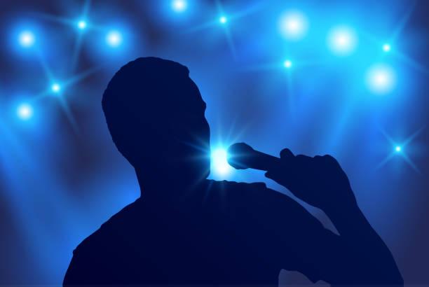 stockillustraties, clipart, cartoons en iconen met vector silhouet van zanger zingen in de microfoon met de blauwe schijnwerpers op de achtergrond - zanger
