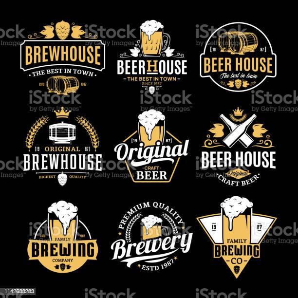 Vector White And Yellow Vintage Beer Badges And Icons — стоковая векторная графика и другие изображения на тему Алкоголь - напиток