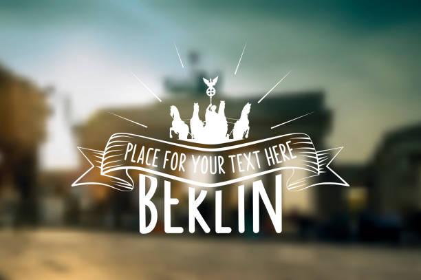 vintage berlin label auf dem hintergrund verschwommen stadt - berlin brandenburger tor blurred stock-grafiken, -clipart, -cartoons und -symbole