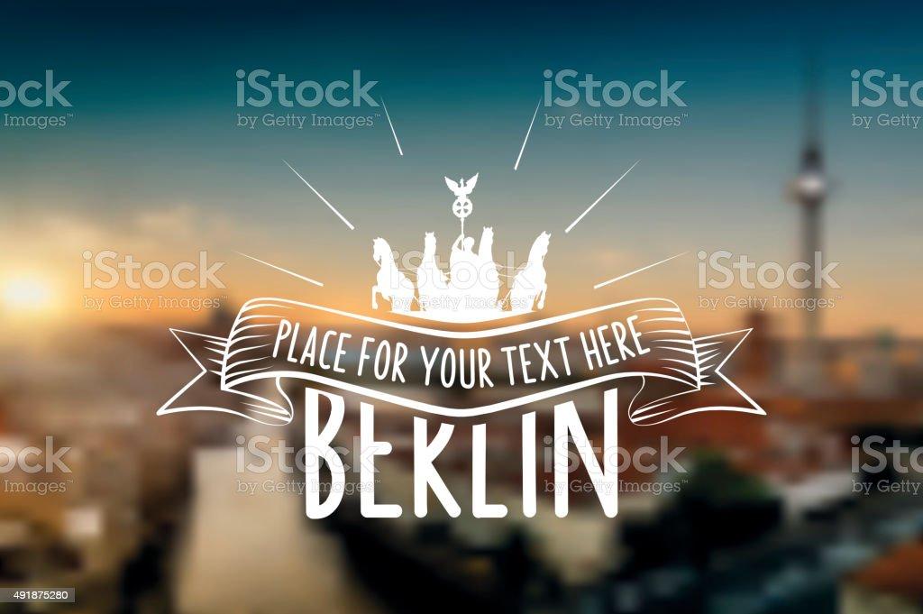 vintage berlin Vektor-label auf verschwommene Sonnenuntergang skyline – Vektorgrafik