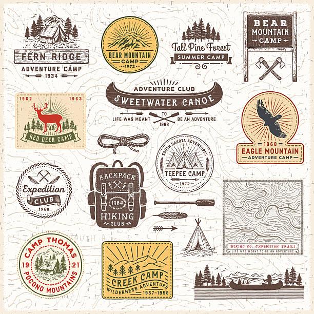 ilustrações, clipart, desenhos animados e ícones de emblemas vintage e rótulos de acampamento - exterior